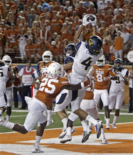 California receiver Kenny Lawler (4) catches a touchdown against Texas defensive back Antwuan Davis (25) during the second half of an NCAA college football game, Saturday, Sept. 19, 2015, in Austin, Texas. (AP Photo/Michael Thomas)