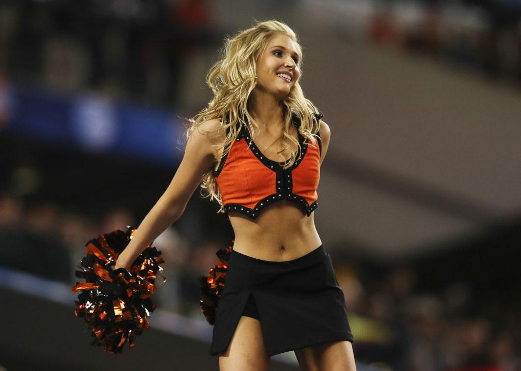 ncaaf-Oklahoma-State-cowboys-cheerleaders